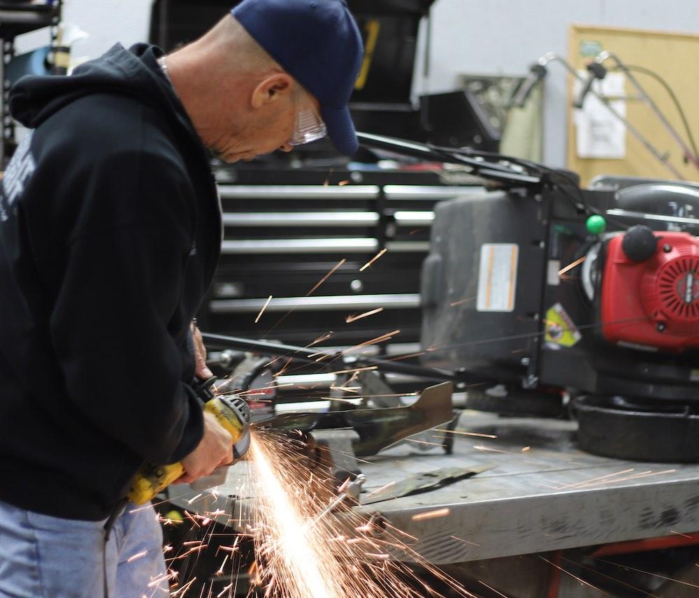 service sharpeing blades Service